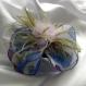 Petite barrette fleur en tissu & plumes et perles 107