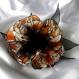 Grande barette fleur en tissu & plumes et perles 113