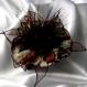 Grande barette fleur en tissu & plumes et perles 118