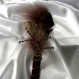 Serre-tête large  marron-beige décorée de plumes et de perles