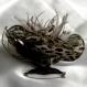 Broche fleur marron/taupe en tissu paillette, plumes et perles
