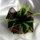 Petite barrette fleur en tissu & plumes et perles