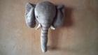Trophée éléphant en peluche