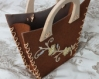 Panier en feutrine chocolat anses bois