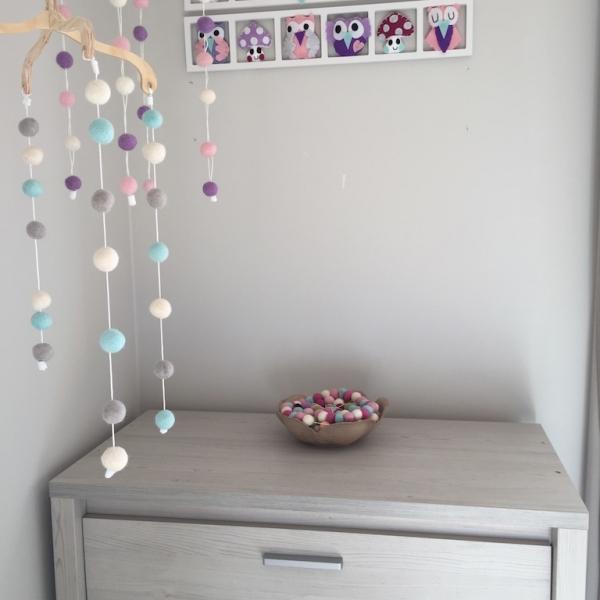 00c8fedb7f514 Cadeau naissance original pour bebe- déco chambre bébé unique et  personnalisée - hiboux et chouettes rose lila beige