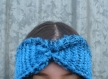 Cache-oreilles bandeau réversible au tricot main bleu