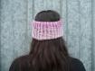 Cache-oreilles bandeau réversible au tricot main rose