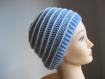 Bonnet au crochet bleu et blanc