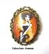 B3.458 bijou femme parisienne broche épingle bijou fantaise bronze cabochon verre femme élégante fashion victim mode haute couture (série 1)