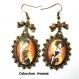B3.462 bijou femme parisienne boucles d'oreilles filigrane crochets noeuds bijou fantaise bronze cabochon verre femme élégante fashion victim mode haute couture (série 1)