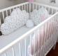 Tour de lit bébé, 60cm large, 3 coussins nuages, ton rose pale et blanc à étoiles grises
