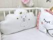 1 coussin nuage 60 cm large brodé avec une princesse pour décoration chambre enfant, blanc uni, or et rose