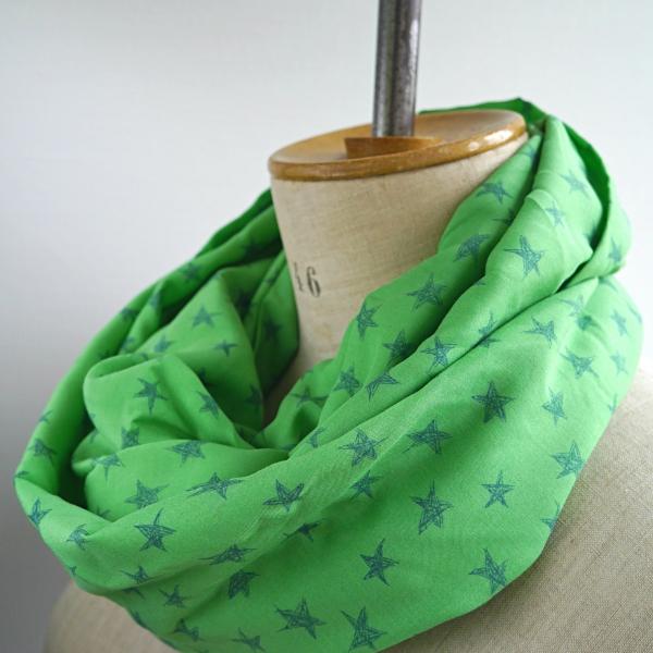 Echarpe infinie femme, tube snood tissu léger, écharpe verte étoiles,  foulard infini étoiles, foulard vert femme, cadeau femme, snood femme,  echarpe, ... 6433bf8d61c