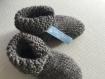 Chaussons bébé gris , laine , tricotés , avec anti dérapant