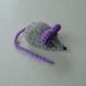 Mimi petite souris en laine grise & violette tricotée main