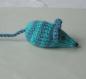 Mimi petite souris en laine verte rayée bleu-pétrole tricotée main