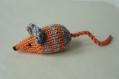 Mimi petite souris en laine orange rayée grise tricotée main