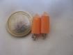 Un duo de breloques petits crayons , avec accroche métal,en résine;22*7 mm:couleur au choix parmi les 5 présentes(voir photo)