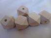 Lot de 5 belles perles polygonales ,en bois brut, ton naturel, 20mm* 20 mm