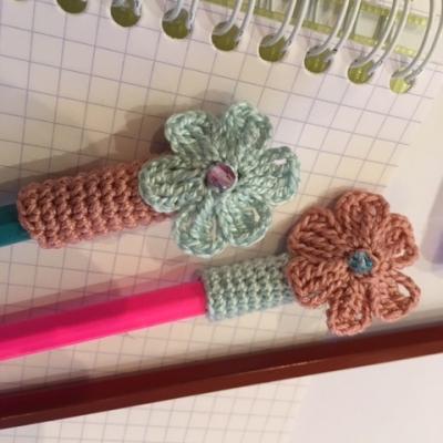 Protège stylo ou crayon au crochet