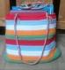 Joli sac coloré, accessoire pour la plage ou la bibliothèque