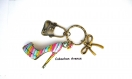 B4.108 bijou style louboutin bijou de sac bijou fantaisie bronze cabochon verre chaussure escarpin stilleto multicolore façon louboutin robe sac à main
