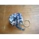 Porte-clés pompon laine fait main bleu et blanc