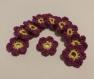 Applique au crochet petites fleurs coton de couleurs jaunes et violettes