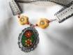 Collier mosaïque et dentelle, verte et jaune