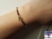 Tyene - bracelet perle de rocaille noires et dorées et triangle doré