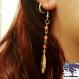 Tyria - boucles d'oreille en métal doré pendentif plume dorée et perles agathe rouge
