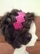 Joli serre-tête noir avec carrés de paillettes rose fuchsia