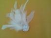 Broche en plumes  boa blanc et paillettes blanches