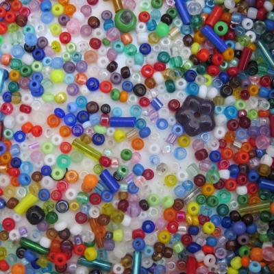Lot de 20g de perles de rocailles multicolore soit 1600 perles