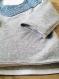 Pyjama bébé cousu main en molleton bouclette gris chiné, et batiste grise imprimée petites étoiles blanches- modèle kenji par indigotine