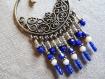 N°39 - boucles d'oreilles créoles avec estampe bronze et perles bleu nuit et blanches