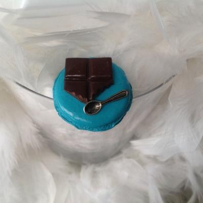 Magnet macaron et morceau de chocolat