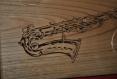Dessous de plat ou décoration saxophone en chataignier massif