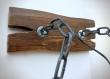 Applique murale en bois avec chaînes en métal et abat-jour en corde