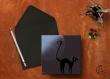 Carte postale «lautrec» illustrée d'un chat noir gambadant sur les toits sous la pleine lune