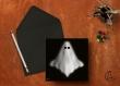 Carte postale «boo» illustrée d'un fantôme sur fond noir