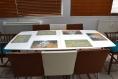 Set de table plastique, pvc, semi-rigide, design original - linge de maison. décoration de table - esthétique, lavable et résistant - peintures d'orient - geisha tenant un éventail.