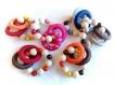 Anneau de préhension, anneau de dentition, hochet, perles en bois et anneaux en crochet marron