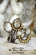 bijoux en perles tissees*  eventails  noir et or  .