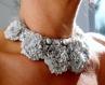Collier plastron rococo gris clair avec perles de culture