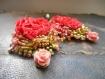 Pendants pétales froissés, couleur corail, travail textile et perlage