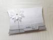 Boite à dragées avec fleur en relief, boite oreiller avec fleur blanche, pour baptême communion, anniversaire , personnalisable