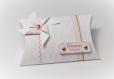 Boite à dragées forme oreiller avec moulin à vent style liberty - boite cadeau thème petite fleur, blanc, rose et or