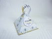 Boite à dragées thème éléphant, inspiration babyfan, blanc, jaune et gris. boite à dragées originale forme triangle personnalisable
