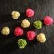 10 cabochons en résine fleurs roses 13 mm trois coloris / vert anis, rose et écru
